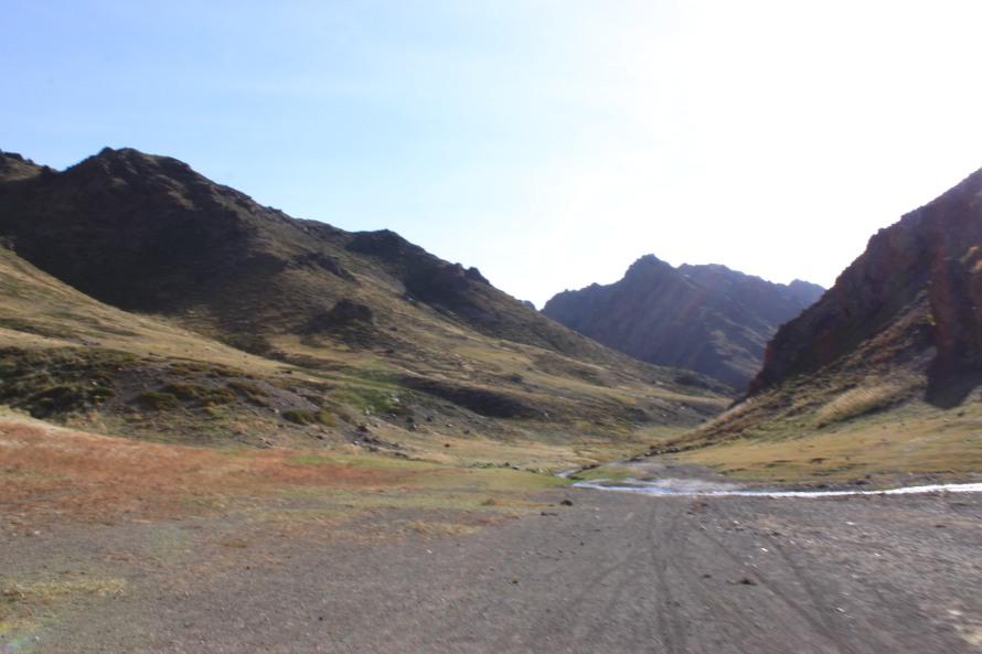 The valley of Lammergeiers, Yolyn Am