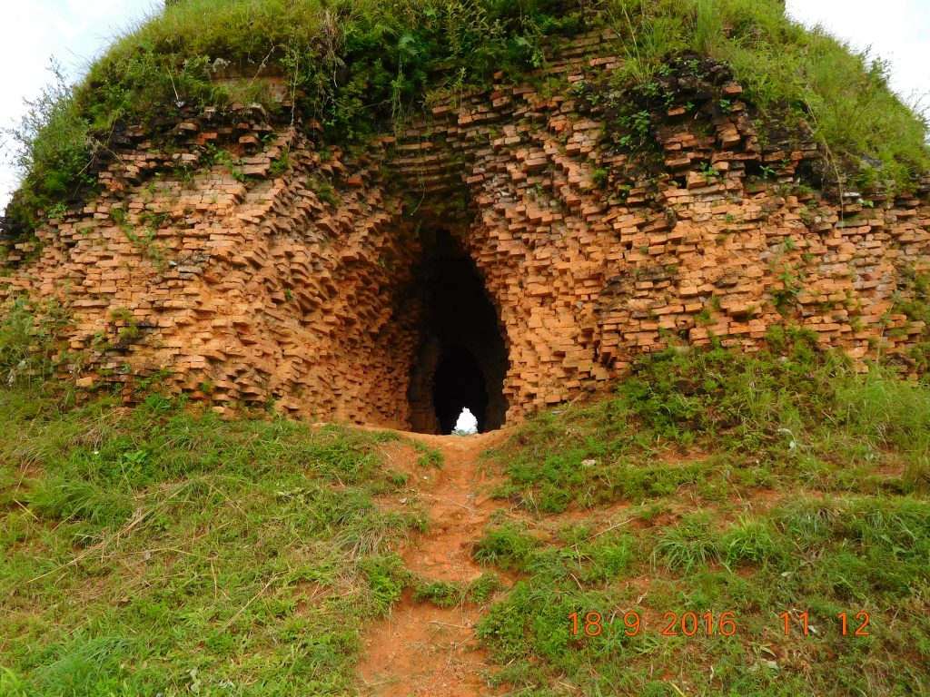 The tunnel burrowed through by the bandits