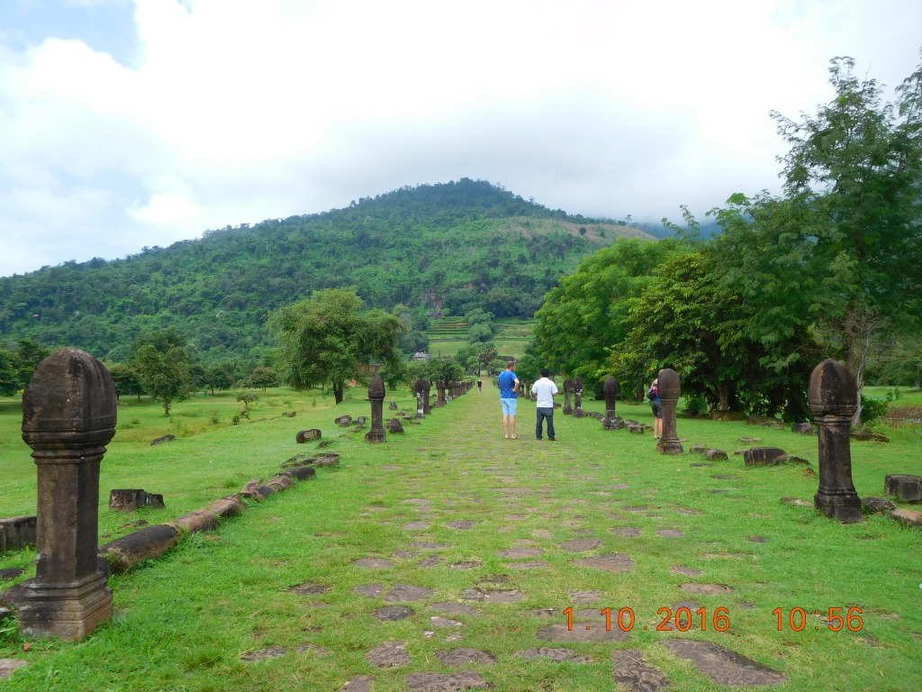 The walking path upto the temple