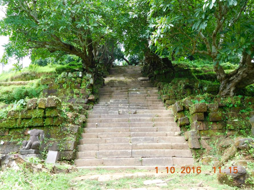 The final set of steps to the temple.