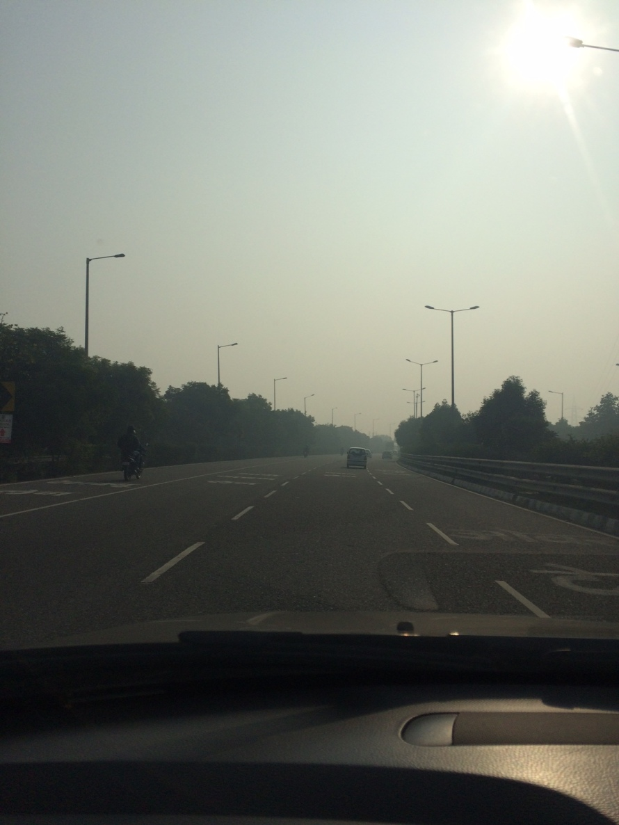 This is at 10 am on the Greater Noida road a couple of days back. Lovely morning, but we had the AC on in the car :):)